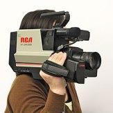 220px-RCA_VHS_shoulder-mount_Camcorder_(lighter_filter_NR_etc)